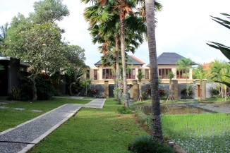 The pathway leading to the villas in the background