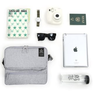 monopoly-travel-messenger-bag